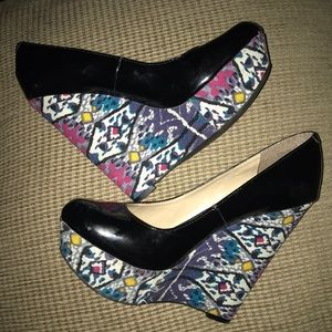 Steve Madden 7.5 Wedge Patent Leather Canvas Shoe